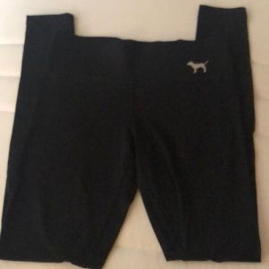 Fitted black leggings